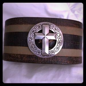 5 shades of brown & 4 snap cuff with silver cross